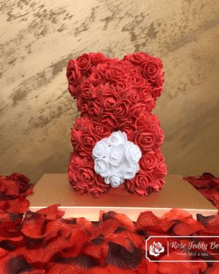 Miś z Różyczek z Serduszkiem – Czerwony 25 cm