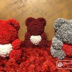Miś z Różyczek z Białym Sercem – Szary 40 cm