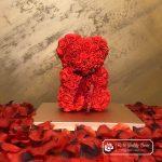 Miś z Różyczek z Kokardką – Czerwony 25 cm