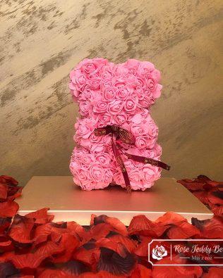 Miś z Różyczek z Kokardką – Różowy 25 cm