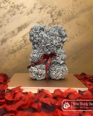 Miś z Różyczek z Kokardką  – Szary 25 cm (GiftBox + Płatki Róż)