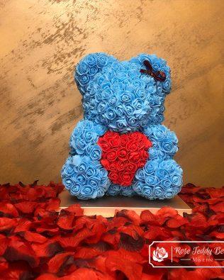 Miś z Róż – Błękitny z Czerwonym Sercem – 40 cm (Box + Płatki Róż)