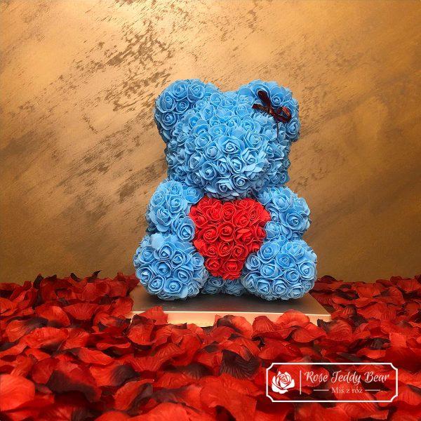 Błękitny Miś z różyczek z sercem