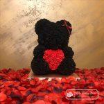 Miś z Róż z Czerwonym Sercem – Czarny 40 cm (Box + Płatki Róż)