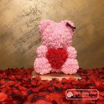 Miś z Róż z Czerwonym Sercem – Różowy 40 cm
