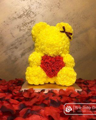 Miś z Róż z Czerwonym Sercem – Żółty 40 cm (Box + Płatki Róż)