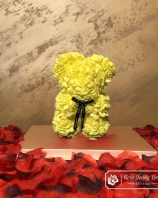 Miś z Różyczek z Kokardką – Żółty 25 cm (GiftBox + Płatki Róż)