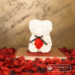Miś z Różyczek z Serduszkiem – Biały 25 cm