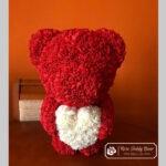 Czerwony Miś z Róż z Białym Serduszkiem – 60 cm