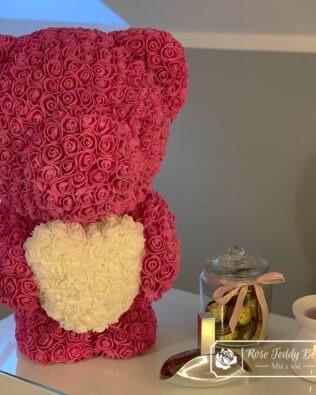 Różowy Miś z Róż z Białym Serduszkiem – 60 cm