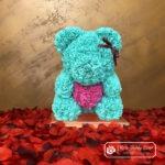 Miętowy Miś z Róż z Różowym Serduszkiem – 40 cm (Box + Płatki Róż)
