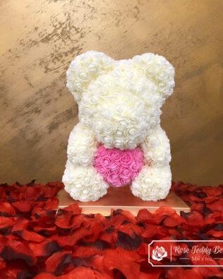 Biały Miś z Róż z Różowym Serduszkiem – 40 cm (Box + Płatki Róż)